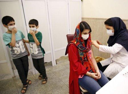 Orfanii COVID din Iran: cel putin 51.000 de copii si-au pierdut un parinte, rapus de coronavirus