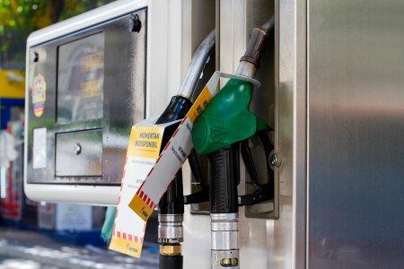 Consiliul Concurentei ancheteaza scumpirea carburantilor, dupa ce benzina <span style='background:#EDF514'>STANDARD</span> a trecut de 6 lei pe litru
