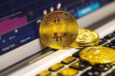 Pretul Bitcoin se apropie de maximul istoric