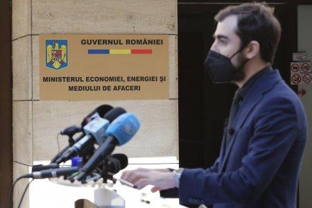 Ministerul Economiei, intr-o cladire <span style='background:#EDF514'>GATA</span> de prabusire, pe Calea Victoriei din Capitala!