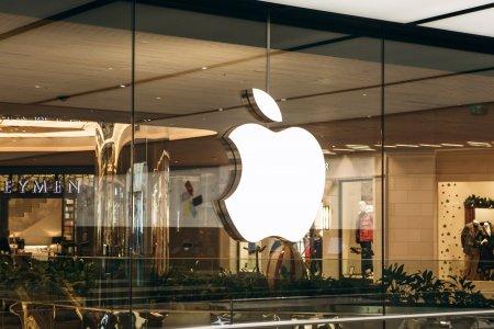 Apple a lansat doua modele noi de laptopuri si o noua generatie de casti!