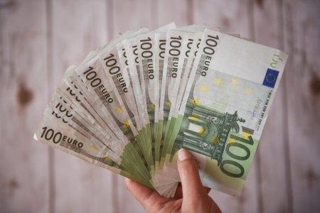 Se pot face extrem de multi bani! O tara super bo<span style='background:#EDF514'>GATA</span> angajeaza romani. NU ai nevoie de facultate