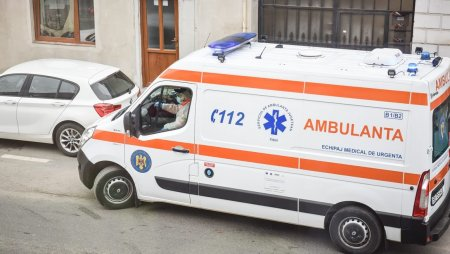 Un copil a suferit arsuri la picior dupa ce a cazut intr-o groapa sapata la o conducta, pe o strada din Bucuresti
