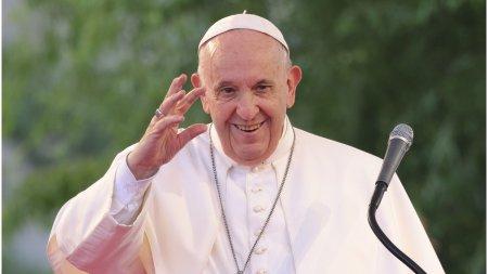 Papa Francisc a primit un cadou inedit de la premierul Frantei: tricoul lui <span style='background:#EDF514'>LIONEL MESSI</span> cu autograf