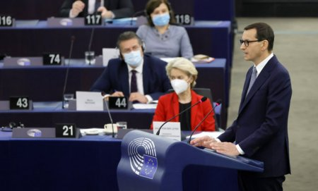 Conflictul dintre Polonia si UE s-a mutat in Parlamentul European. Respingem amenintarile si santajul. Europa aplica standarde duble