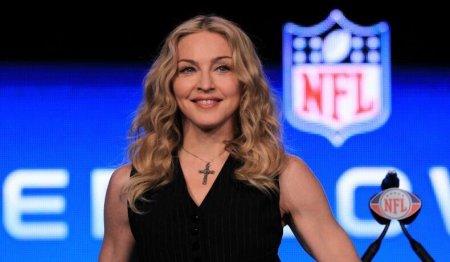 Madonna a fost <span style='background:#EDF514'>FOTOGRAFIA</span>ta pe strazile din New York. Cantareata le-a oferit fanilor un adevarat spectacol