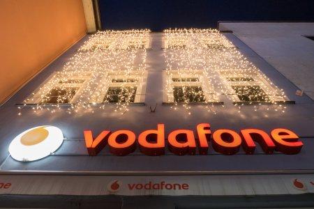 Vodafone face o schimbare uriasa. Vor inlocui cartelele SIM existente din 2022