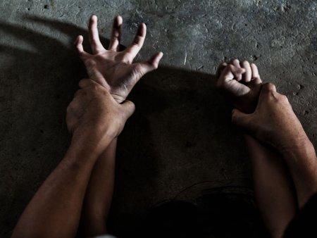 Fata de 14 ani, violata si filmata de patru tineri, in Galati. Agresorii au postat filmarea pe internet