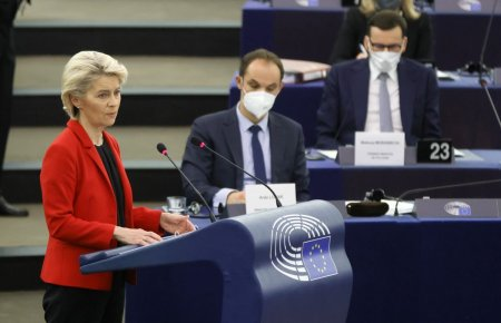 Dezbatere cu scantei la Strasbourg: Von der Leyen apara valorile comune ale UE, premierul Poloniei denunta un santaj