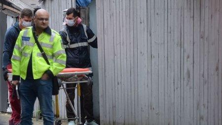 Un barbat d<span style='background:#EDF514'>IN DAMBOVITA</span> si-a ucis mama, bolnava de COVID, iar apoi s-a spanzurat