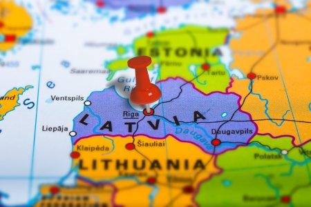 Autoritatile din Letonia extind starea de urgenta la frontiera cu Belarus din cauza migrantilor