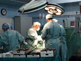 O echipa de chirurgi a transplantat un rinichi de la <span style='background:#EDF514'>ANIMA</span>l la om, in premiera mondiala. Specia care ar putea salva vieti omenesti