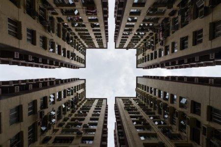 Problemele gigantului imobiliar Evergrande, ale carui actiuni s-au oprit din tranzactionare in ultimele doua saptamani, duc valoarea actiunilor inghetate din Hong Kong la un nivel record, 61 miliarde de dolari