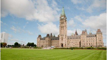 Parlamentarii vor fi obligati sa se vaccineze, in <span style='background:#EDF514'>CANADA</span>