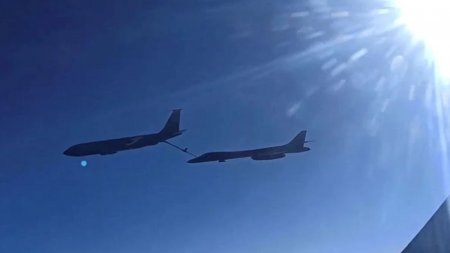 Rusia a trimis avioane de lupta Suhoi dupa doua <span style='background:#EDF514'>BOMBA</span>rdiere americane deasupra Marii Negre