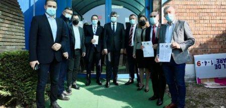 Ciolacu si alti parlamentari PSD s-au imunizat impotriva COVID-19 cu cea de-a treia doza de vaccin:Va indemn pe toti