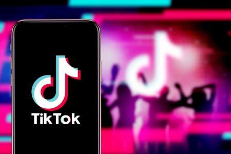 Cum setezi un videoclip TikTok ca wallpaper pe telefonul mobil