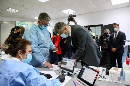 """Marcel Ciolacu s-a vaccinat cu doza a treia: """"Va indemn pe toti sa va vaccinati"""""""