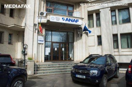 Doi inspectori ANAF Constanta, acuzati ca au cerut mita sa scape un antreprenor de control, au fost retinuti