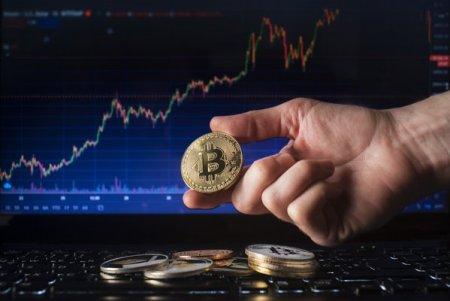 Bitcoinul, la un nou nivel record de 66.000 de dolari dupa istorica lansare a ETF-ului din Statele Unite. Randamentul de la <span style='background:#EDF514'>INCEPUTUL</span> anului depaseste 127%