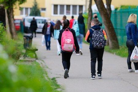 Doua saptamani de vacanta pentru toti elevii, incepand din 25 octombrie. Anuntul presedintelui Klaus Iohannis