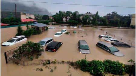 Cel putin 77 de morti in urma inundatiilor din vestul Nepalului