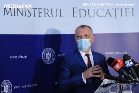 Cand vor fi recuperate cele doua saptamani de vacanta? Raspunsul ministrului Sorin <span style='background:#EDF514'>CIMPEANU</span>