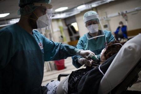 Dezastrul sanitar continua. In ultimele doua saptamani au murit peste 4.700 de oameni din cauza COVID-19, cat un orasel mic de provincie. Zilnic, numarul de infectari este unul extrem de mare, de peste 15.000