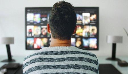 <span style='background:#EDF514'>PAUZA</span> Facebook a determinat o ascensiune a Netflix: Vizionarea de continut a crescut cu 14%