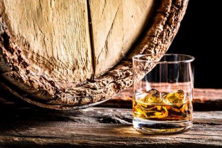 O companie de biotehnologie utilizeaza deseurile rezultate din fabricarea whisky-ului pentru a crea combustibil