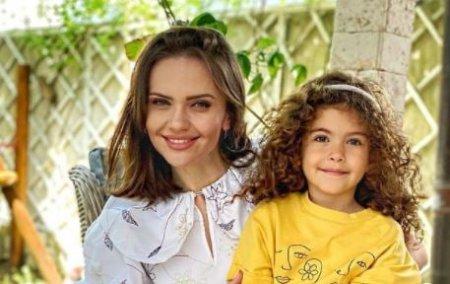 Cristina Șiscanu si-a retras fetita de la gradinita: Ma bucur ca am fost foarte ins<span style='background:#EDF514'>PIRATI</span> si nu am mai trimis-o