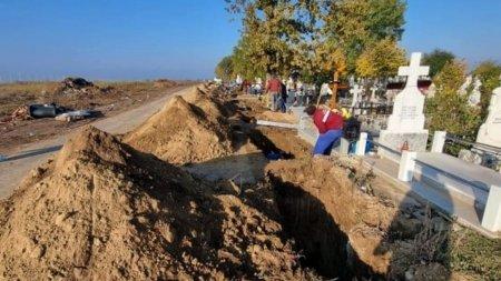 Gropi sapate pe marginea drumului, langa cimitirul din Slobozia: 8 inmormantari ieri, 7 astazi