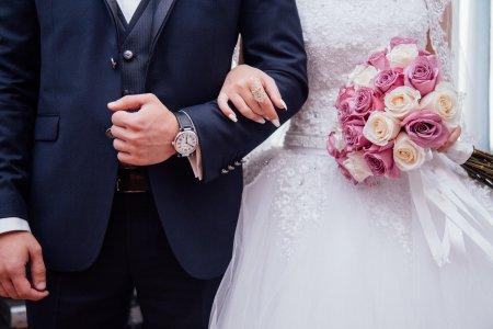 O nunta din Botosani s-a desfasurat fara mire. A fost testat pozitiv si nu a avut voie sa intre in res<span style='background:#EDF514'>TAUR</span>ant