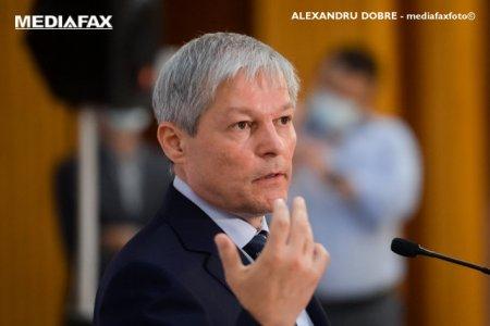 Ciolos, despre guvernul generalului Ciuca: Un semnal <span style='background:#EDF514'>DELO</span>c bun, o capitulare a politicului