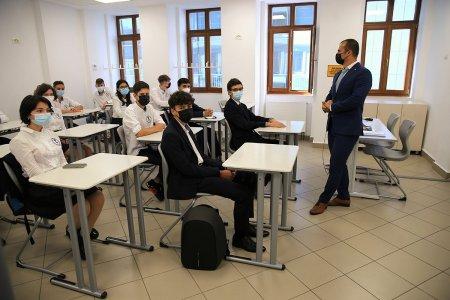Șapte scoli din Bucuresti reiau orele cu prezenta fizica