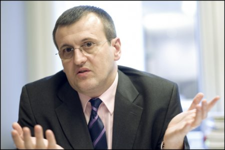 Prof. Cristian Preda: Un presedinte slab numeste un general care sa ne incoloneze. Este inacceptabil