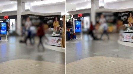 Bataie cu pumni si picioare intr-un mall d<span style='background:#EDF514'>IN CLUJ</span>. Un tanar a refuzat sa arate certificatul verde