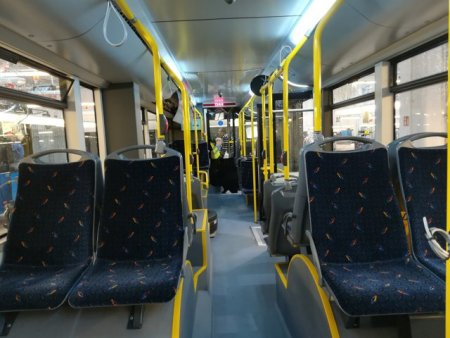 Plimbare cu autobuzul, cu rolul de a adormi oamenii: Acest tur le permite pasagerilor sa doarma pur si simplu in autobuz