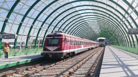 Patru trenuri care circulau pe relatia Bu<span style='background:#EDF514'>CURESTI</span> - Mogosoaia au avut intarzieri, dupa o defectiune la sistemul de dirijare