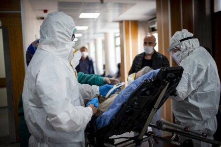 Sase pacienti COVID d<span style='background:#EDF514'>IN CLUJ</span>-Napoca si Iasi sunt transferati la spitale din Austria si Polonia