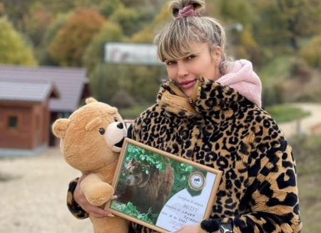 Lora a adoptat un urs. A mers special la Zarnesti pentru asta: Nu am stiut ca e pe bune
