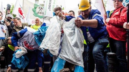 Minerii polonezi au protestat infata Curtii de Justitie europene din Luxemburg, care a decis sa le inchida exploatarea de lignit