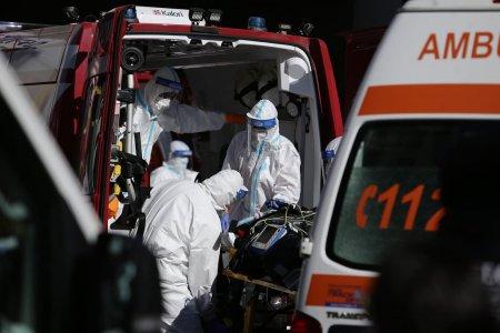 Alti <span style='background:#EDF514'>CINCI</span> pacienti cu COVID, aflati in stare critica, transferati la spitale din Austria si Polonia
