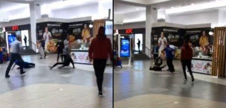 Bataie intre agentii de paza si doi bucuresteni la un mall din Cluj. Au refuzat sa prezinte certificatele verzi VIDEO
