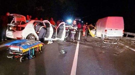 Cinci spanioli, grav raniti intr-un accident rutier, pe <span style='background:#EDF514'>VALEA OLTULUI</span>