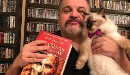 Ii citeste pisicii sale din romanele pe care le scrie: Care este cel mai bine vandut autor roman din ultimii 30 de ani (VIDEO)
