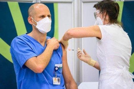 Austria ar putea introduce un lockdown pentru nevaccinati. <span style='background:#EDF514'>SUNTEM</span> pe cale sa ne impiedicam de o pandemie a celor neprotejati