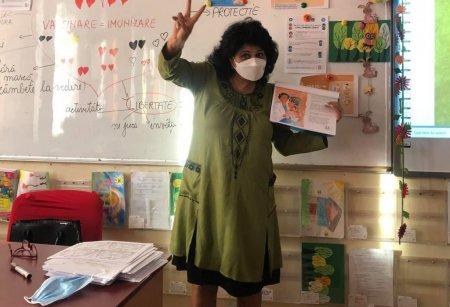 O invatatoare a fost facuta criminala si a primit amenintari cu moartea dupa ce a facut o lectie despre vaccinare: Știu unde stai, gasim scoala!