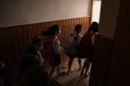Constanta: Trei adolescenti, retinuti pentru tentativa de <span style='background:#EDF514'>VIOL IN</span> cazul elevei agresate sexual in incinta liceului