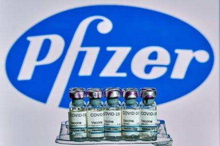 Peste 300.000 de doze de vaccin Pfizer ajung luni in Romania